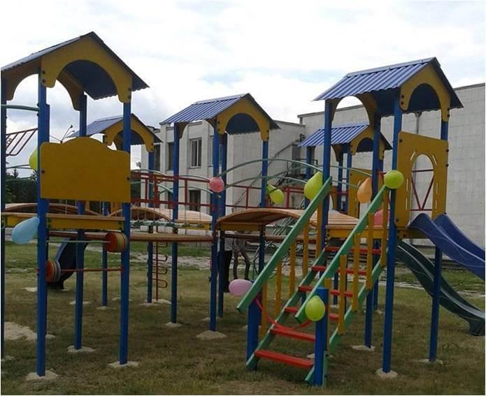 Новий дитячий майданчик у Заводському.
