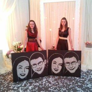 Оксана Мергут (зліва) з донькою Оленою.