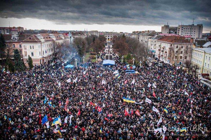 1 грудня 2013 року 40 тисяч тернополян вийшли на Майдан.