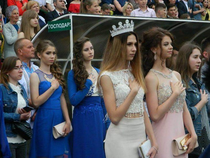 8d8b5253172e0b Дефіле випускників у Тернополі: «Оскар» відпочиває - Файне місто